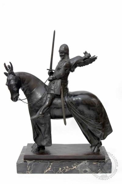 Старинная бронзовая скульптура в стиле Ар-Деко Рыцарь в боевых доспехах