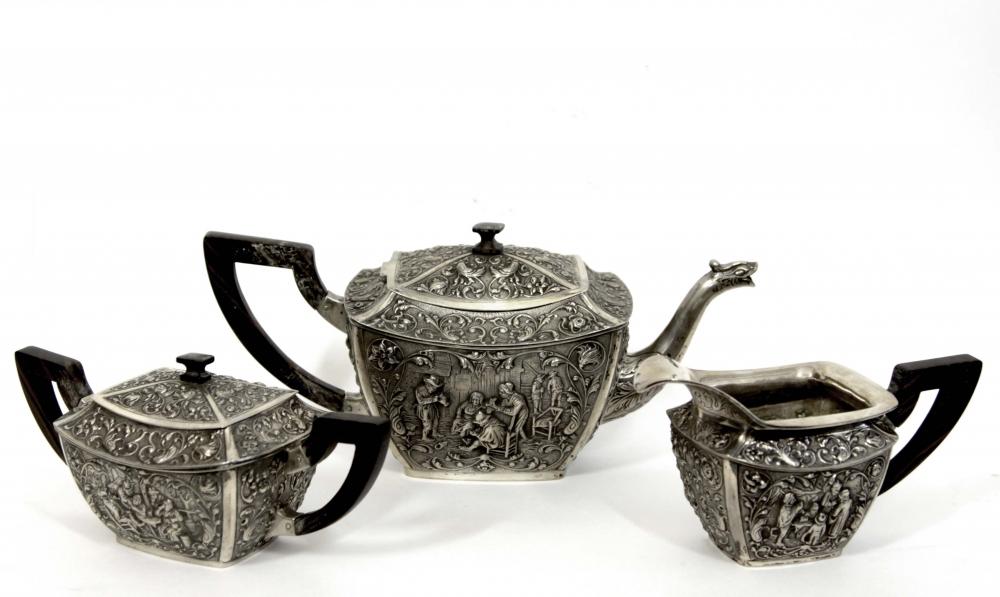 Старинный чайный серебряный сервиз из трёх предметов