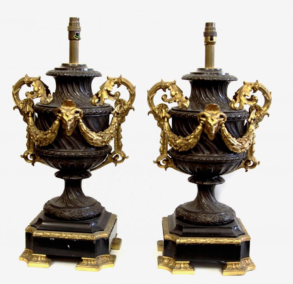 Лампы парные бронзовые с гирляндами в неоклассическом стиле