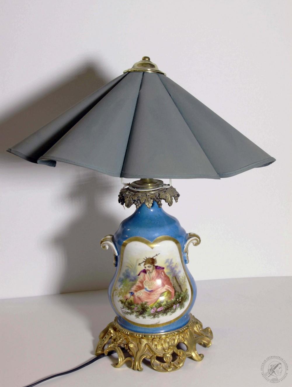 Лампа фарфоровая в псевдобарочном стиле с фарфоровым туловом