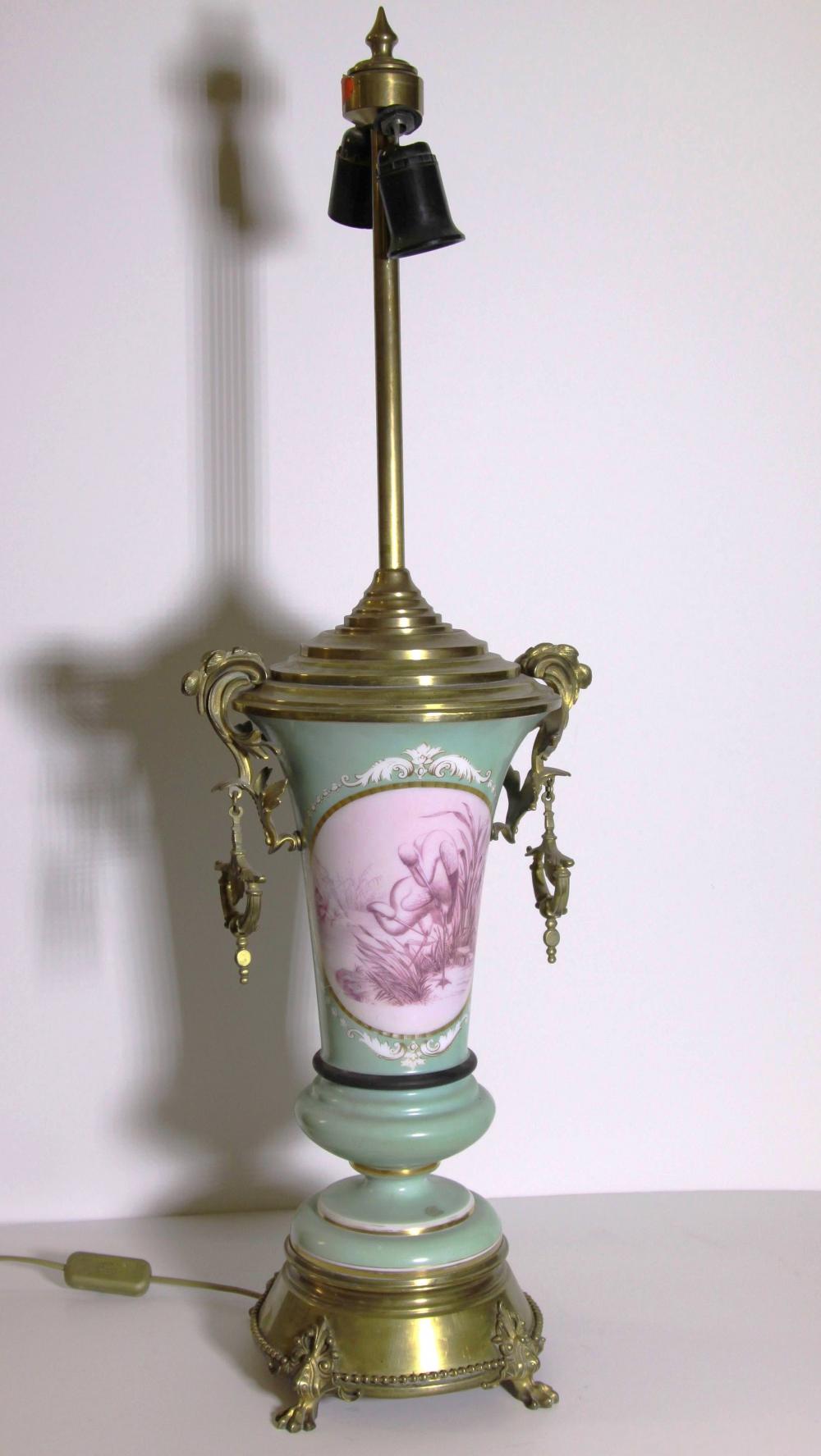 Лампа фарфоровая в неоклассическом стиле с фарфоровым туловом