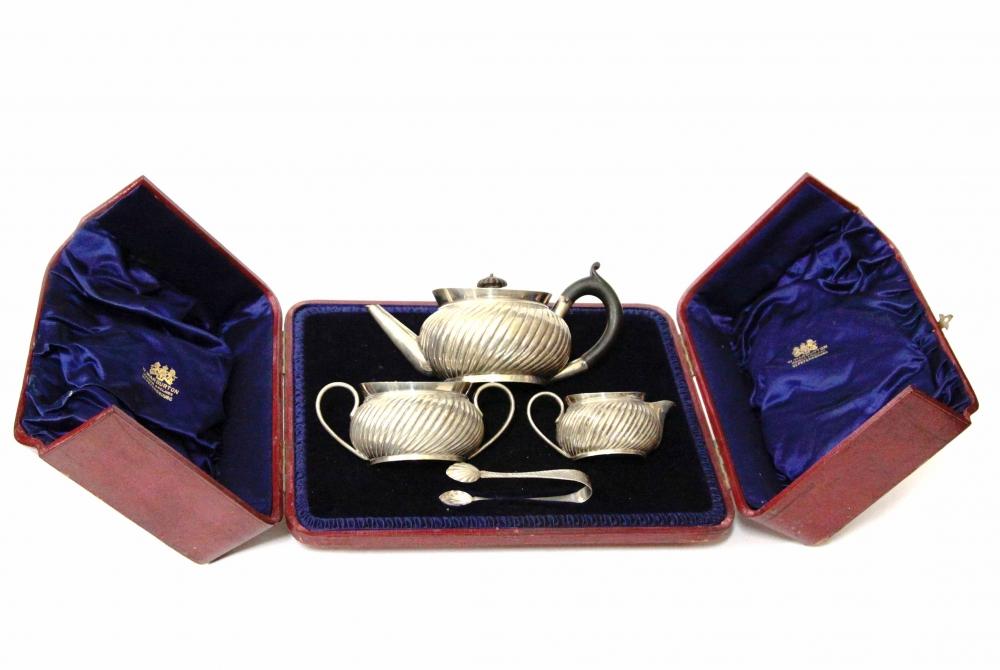 Сервиз серебряный чайный подарочный из четырёх предметов в родной коробке