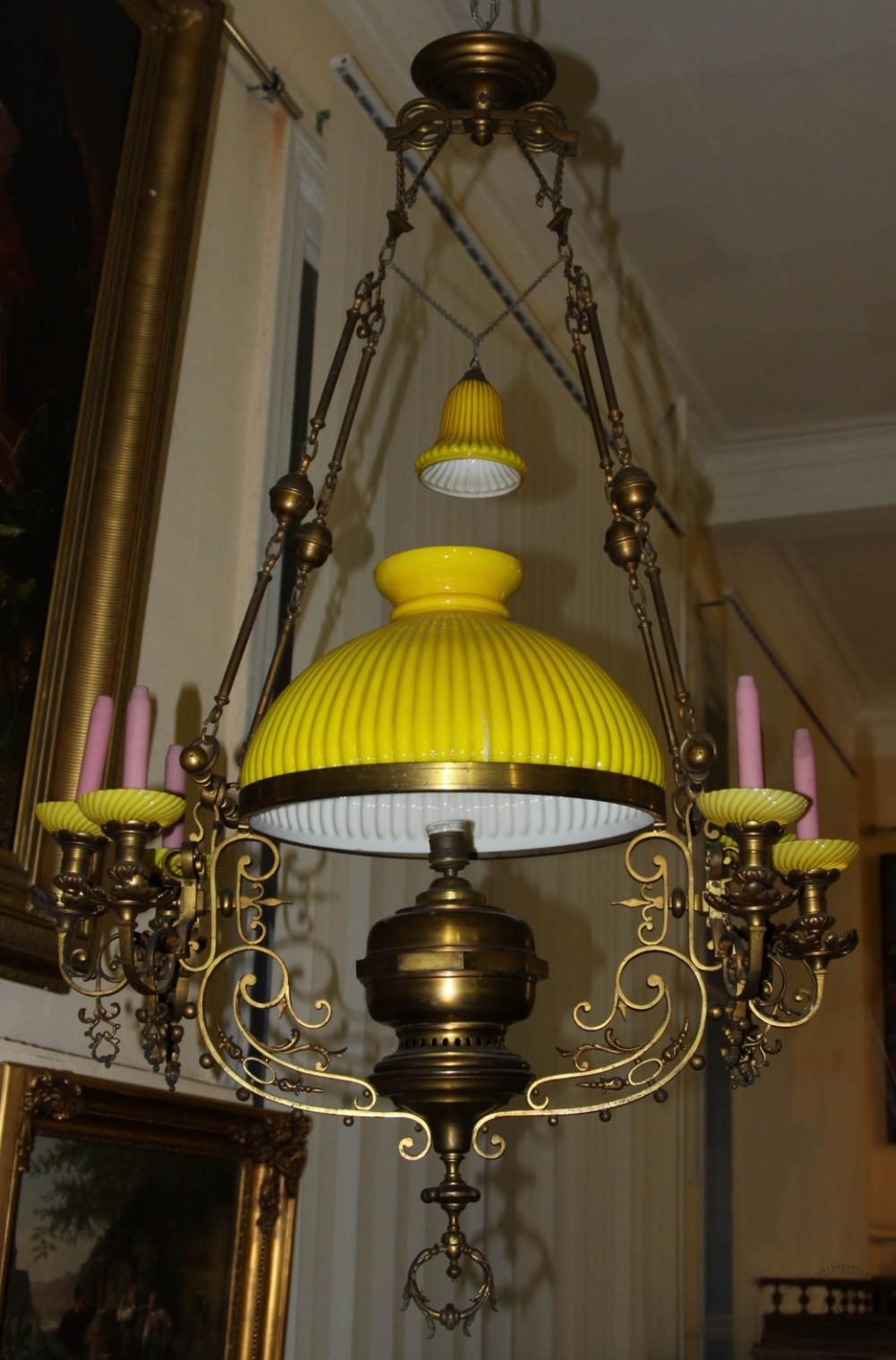 Люстра бронзовая на семь точек (керосиновая лампа) в эклектичном стиле с желтым стеклянным плафоном