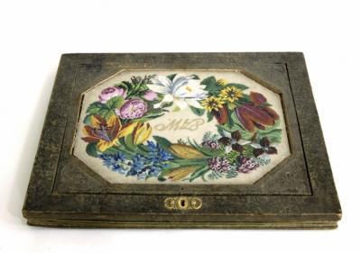 Старинный кожаный бювар с художественной картинкой выполненной из мелкого бисера