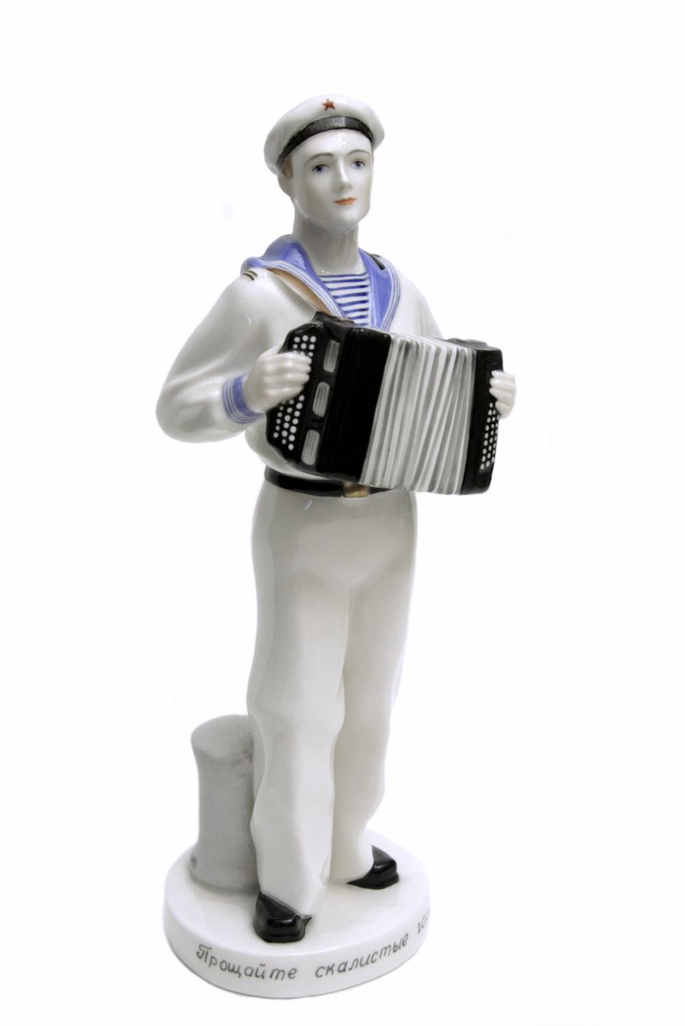 Фарфоровая статуэтка матроса