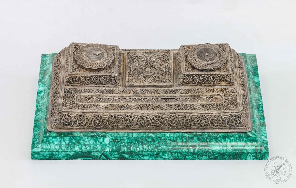 Старинный серебряный чернильный прибор на малахитовой подставке в подарочной коробке