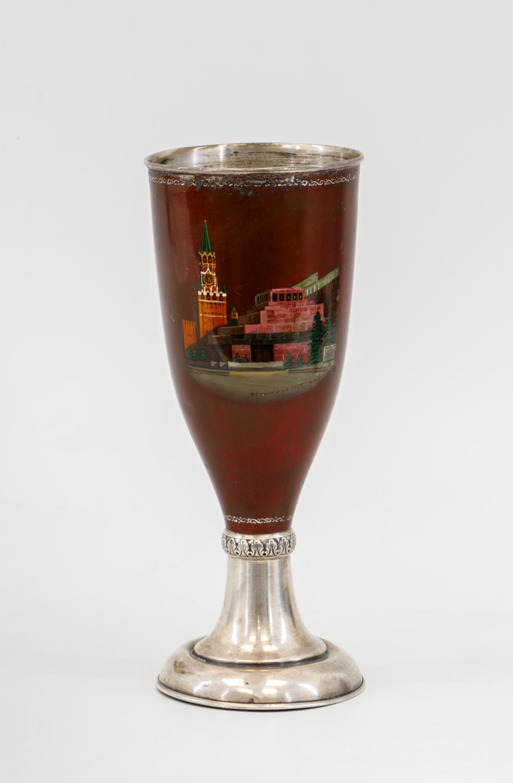 Кубок с видом на Спасскую башню и мавзолей В.И.Ленина