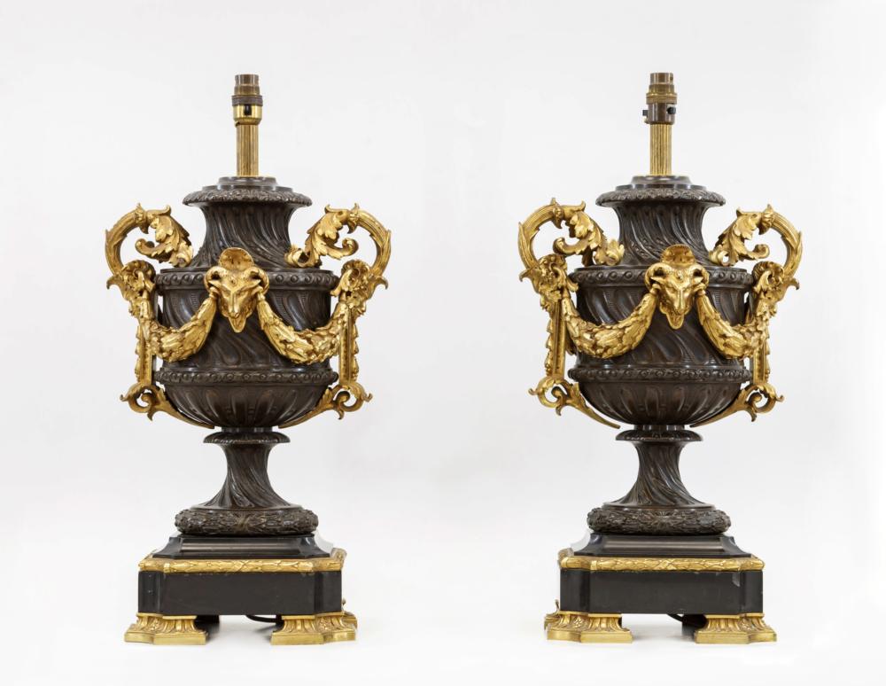 Лампы парные с маскаронами в неоклассическом стиле