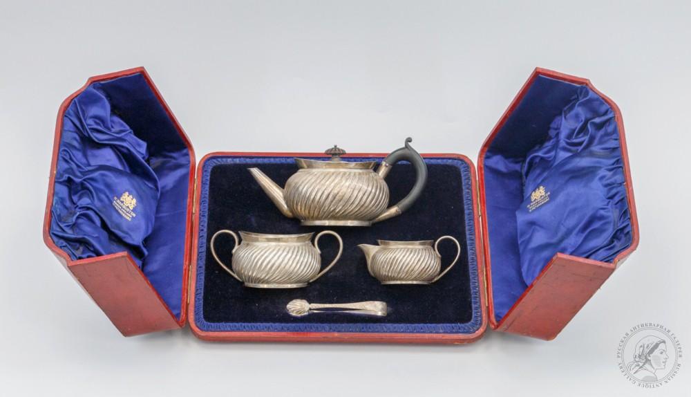 Чайный сервиз из четырёх предметов, в оригинальной коробке