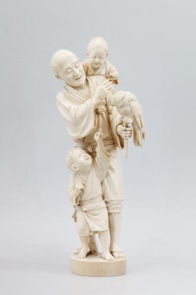 Старик с двумя детьми и попугаем