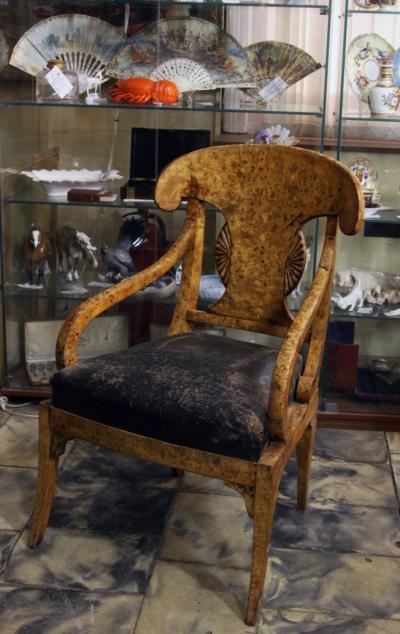 Кресло гостиное фанерованое капом тополя в стиле Ампир